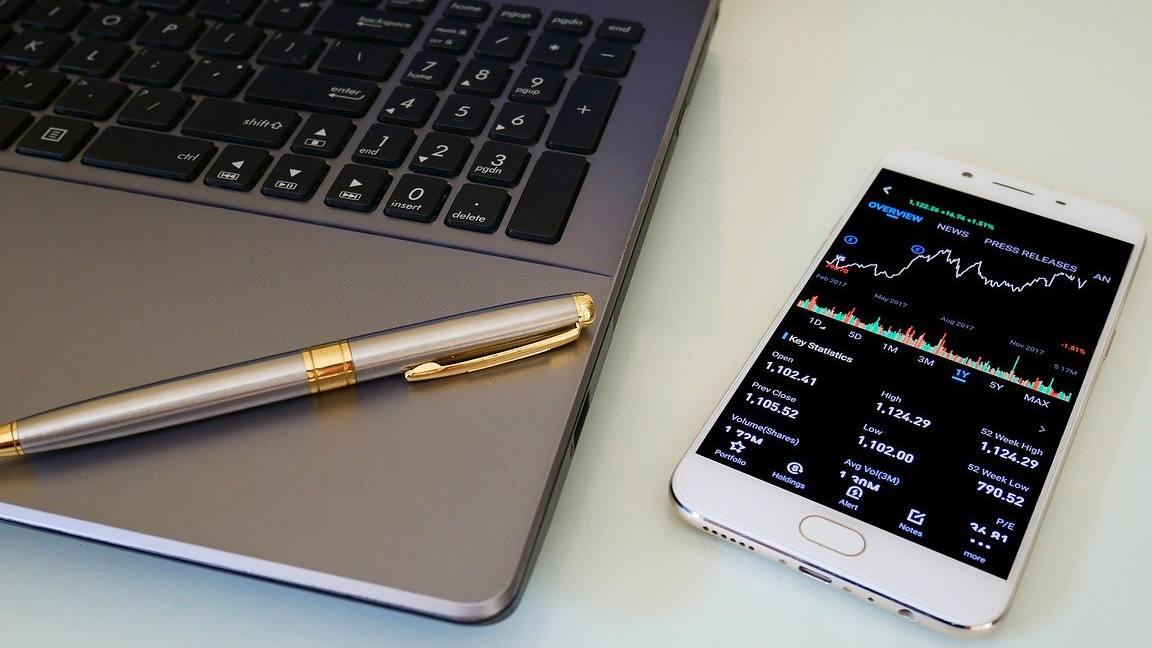 Smartphone e PC per l'analisi e il trading