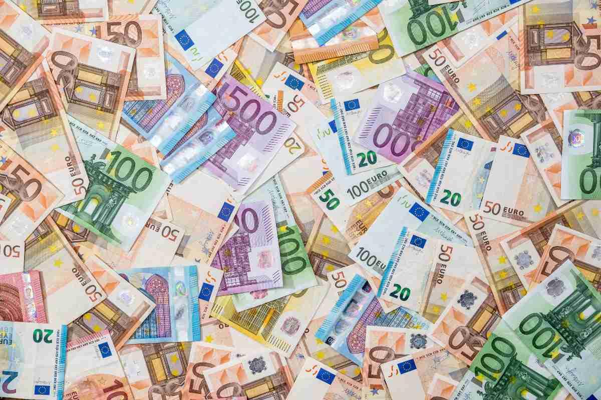 Banconota euro (AdobeStock)