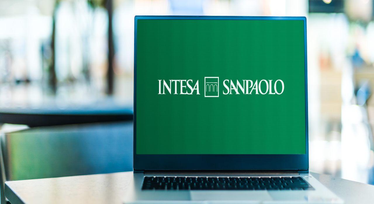 Computer con logo Intesa Sanpaolo